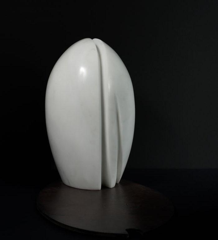 Scultura in marmo di Simona Ripamonti